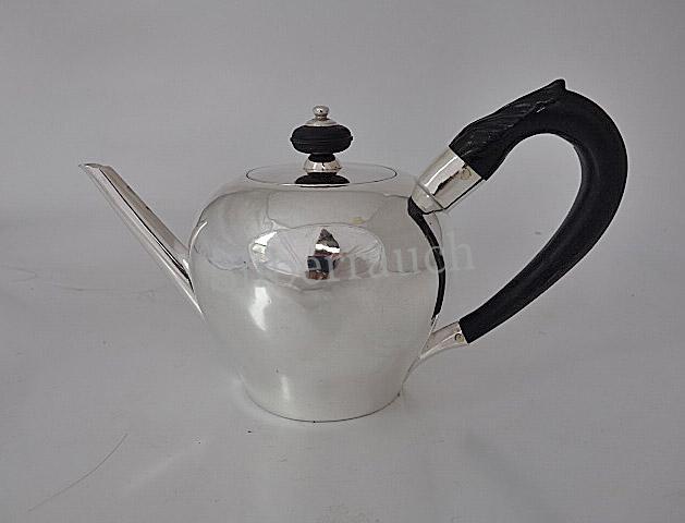 Zierliche Barock Silber Teekanne aus Augsburg, 1. Hälfte 18. Jahrhundert