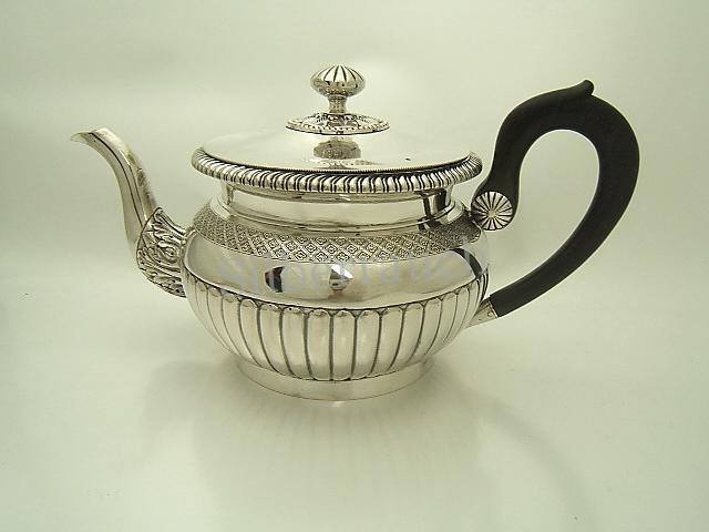 Biedermeier Teekanne aus Silber, Berlin, 19. Jahrhundert