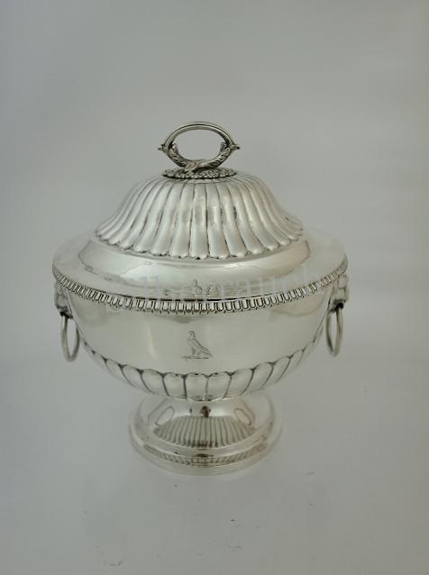 Große Biedermeier Deckelschale aus Silber