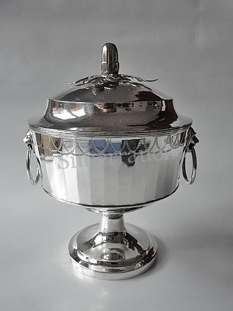 Deckelschale des Klassizismus aus Silber, Norddeutsch um 1800/20