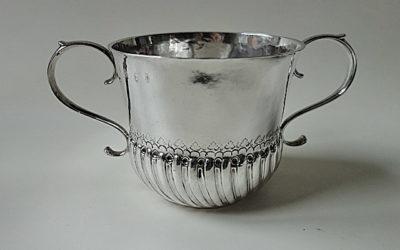 Großer Queen Anne Britania Silber Porringer, London frühes 18. Jahrhundert