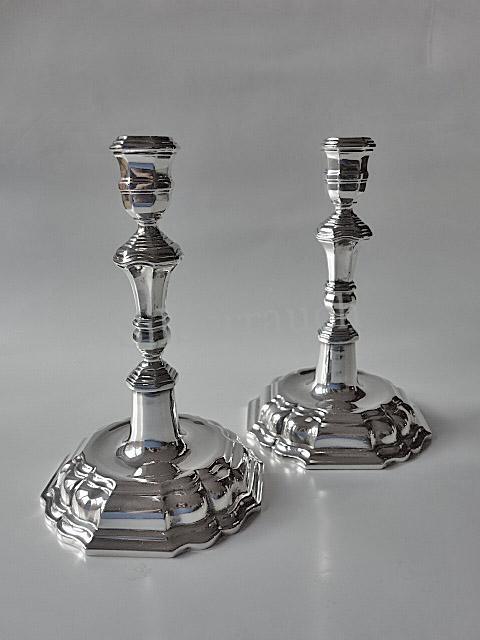 Paar zierliche Barockkerzenleuchter aus Silber, Dresden 18. Jahrhundert