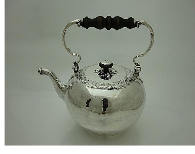 Klassizistischer Teekessel aus Silber, Lausanne/Schweiz