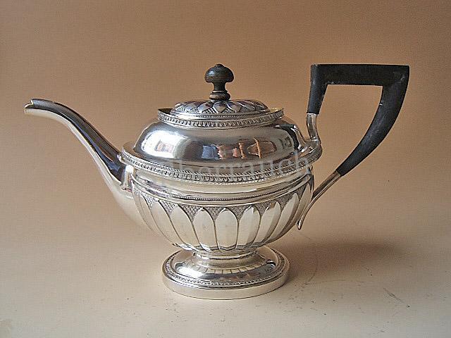 Große, vorzügliche und sehr seltene Silber Teekanne aus Liebau/Liepāja/Lettland/Baltikum, 19. Jahrhundert