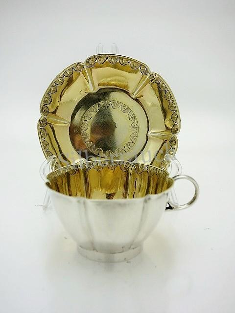 Feine Empire Tasse mit Unterschale aus Silber, London Anfang 19. Jahrhundert