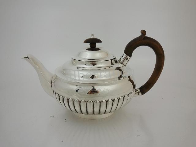Kleine Biedermeier Teekanne aus Sterlingsilber, London