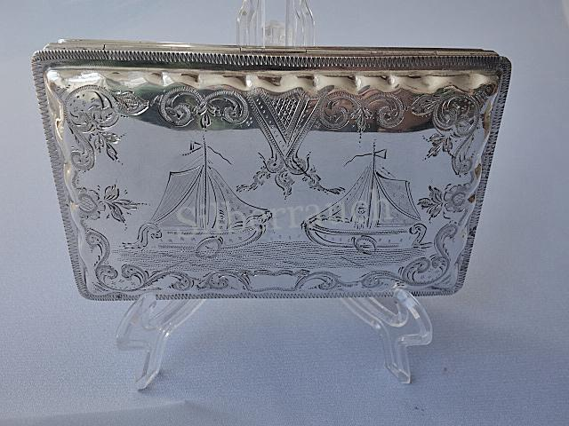 Große Silber Tabatiere/Zigarettendose aus Schoonhoven mit gravierten Segelschiffen