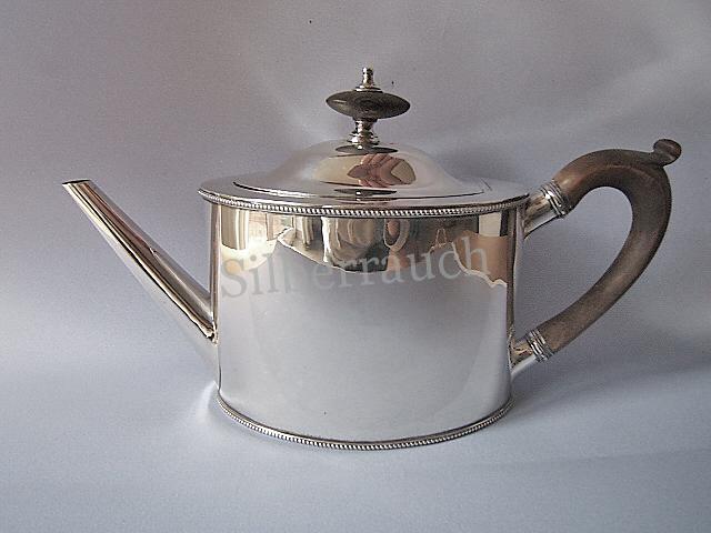 Feine klassizistische Teekanne aus Sterling Silber, London 18. Jahrhundert